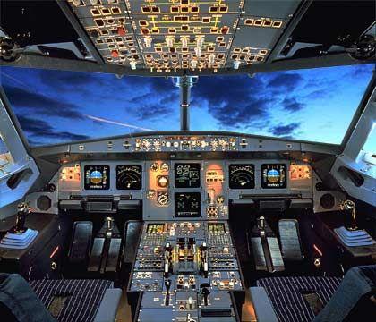 Blick nach vorn: Cockpit eines Airbus A320