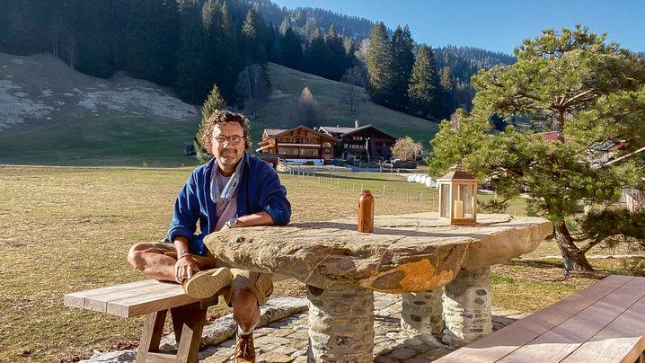 Krisenmanagement in seinem Chalet im Berner Oberland: Christoph Hoffmann.