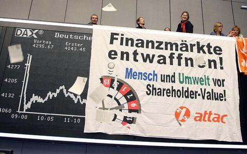 Protest in der Frankfurter Börse: Den Begriff des Shareholder Value verstehen viele anders als sein Begründer