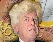 Und er bleibt doch noch länger: Wim Duisenberg wird vorerst Chef der Europäischen Zentralbank bleiben