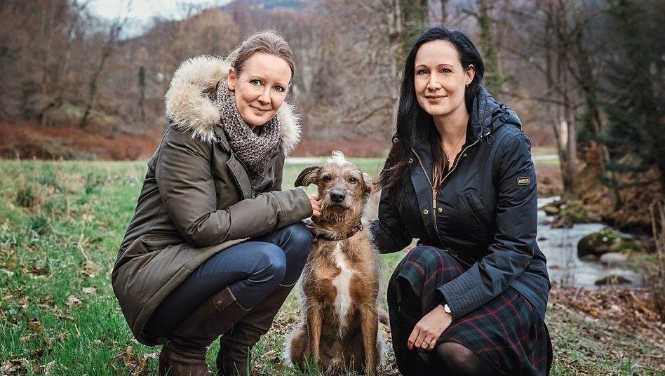 Hundeelend:Maria Wruck(r.) und ihre GeschäftsführerinDavina Schmitz