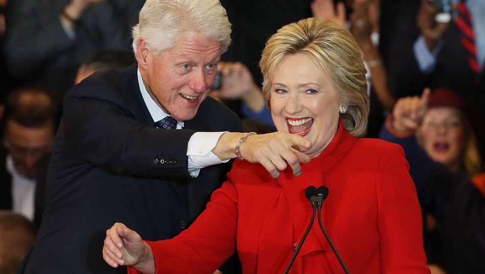 Vorneweg: Hillary Clinton, hier mit Ehemann Bill, gilt weiterhin als Favoritin im US-Präsidentschaftswahlkampf.
