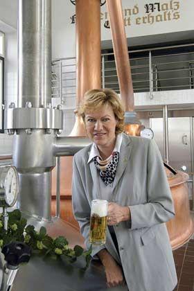 """""""Ich will dienen, glaubwürdig und in jeder Situation zuverlässig sein"""" Ulrike Freund mit eigenem Bier"""