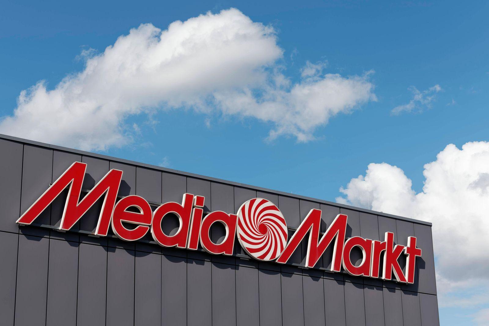 Media Markt, Logo am Gebäude, Unterhaltungselektronikkette, ehemals Metro AG, heute Ceconomy, Düsseldorf, Nordrhein-West