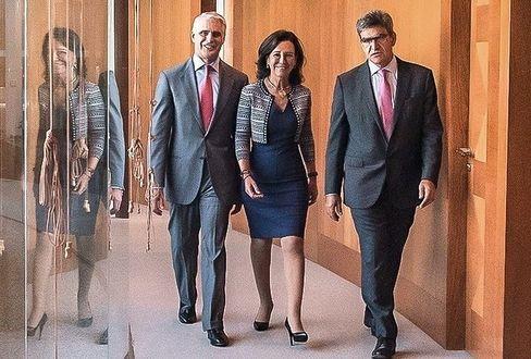 Im September 2018 schien Orcel auf dem Höhepunkt seiner Karriere, als Santander-Verwaltungsratschefin Ana Botín (Foto Mitte, rechts José Antonio Álvarez, Santander-CEO) ihn zum Boss der Bank machen wollte.