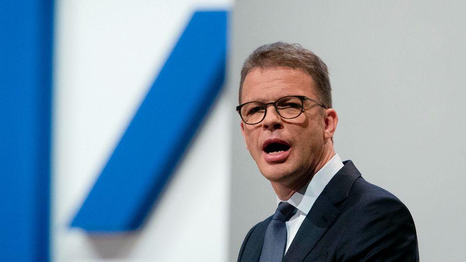 Deutsche Bank Chef Christian Sewing: 15 Prozent vom Nettogehalt (also 21.000 Euro) in eigene Aktien - 40 Monate lang