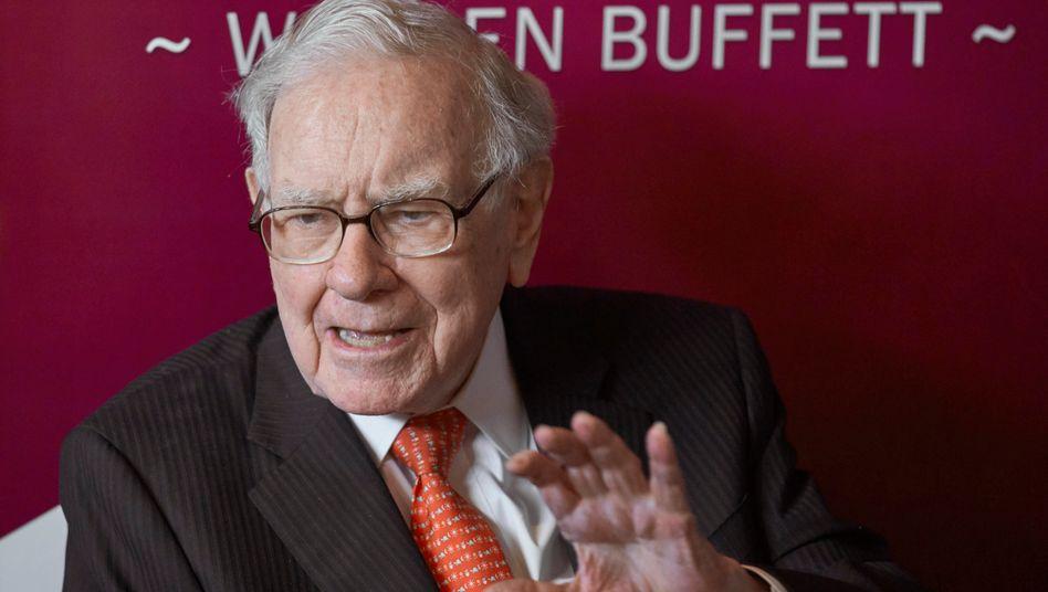 Baut das Portfolio um: Warren Buffett hat sich unter anderem von Apple-Anteilen getrennt und ist groß bei Verizon und Chevron eingestiegen
