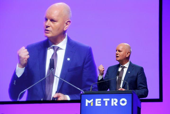 """""""Es ist eine schmerzhafte Entscheidung, auch eine, die mich persönlich schmerzt"""": Metro-Chef Olaf Koch zum Verkauf der Supermarktkette Real"""