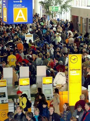 24.000 Beschäftigte bei Fraport: Abflughalle in Frankfurt