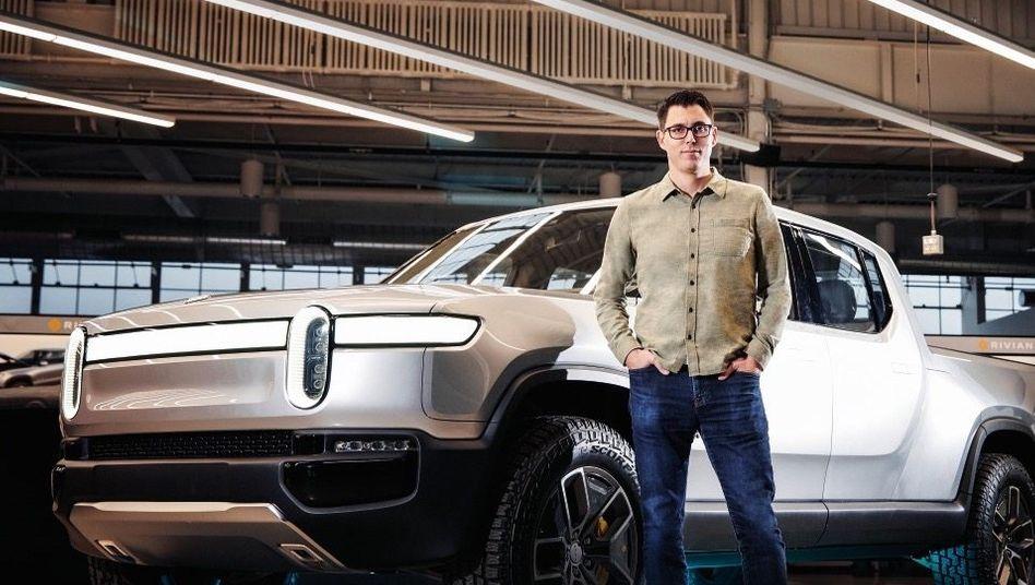 TESLA-JÄGER Rivian-Gründer RJ Scaringe will mit seinem Elektro-Pick-up im Premiumsegment angreifen. Die Milliarden für die Attacke kommen unter anderem von Jeff Bezos.