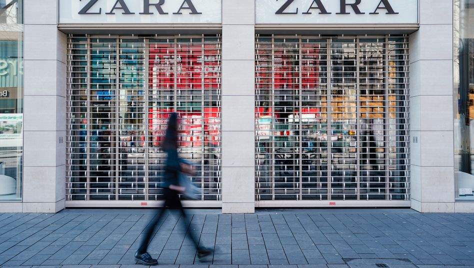 Weltweit ist mehr als die Hälfte der Shops des spanischen Textilhändler Inditex (Zara, Massimo Dutti) geschlossen. Hält der Ausnahmezustand in Spanien an, werde der Konzern 25.000 Verkäufer entlassen müssen.