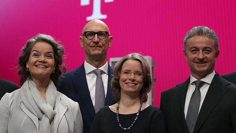 Spitzenreiter: Diverser als die Deutsche Telekom ist keines der untersuchten Unternehmen aufgestellt. Neben Claudia Nemat, Tim Höttges, Birgit Bohle und Adel Al-Saleh gesellen sich noch eine weitere Frau und drei Männer im Vorstand.