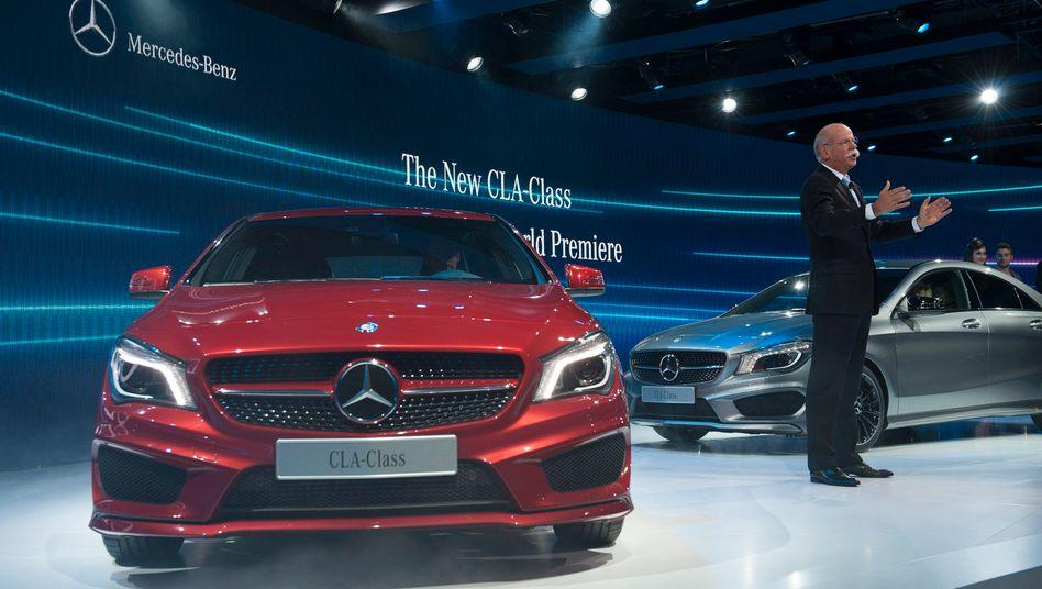 Verkaufszahlen ziehen an: Daimler-Chef Dieter Zetsche freut sich über steigende Verkäufe in den USA