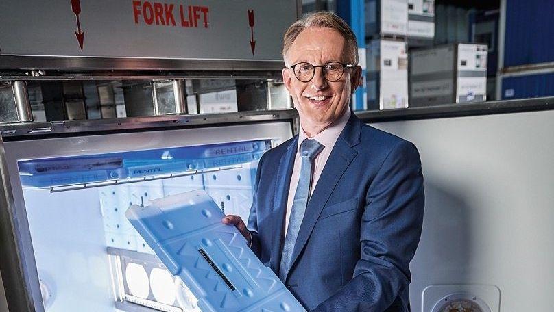 """Eisheiliger:VorstandschefJoachim Kuhnherzt seine """"VIPs"""". Damit werden die Impfstoffe bei minus 70 Grad kalt gehalten."""