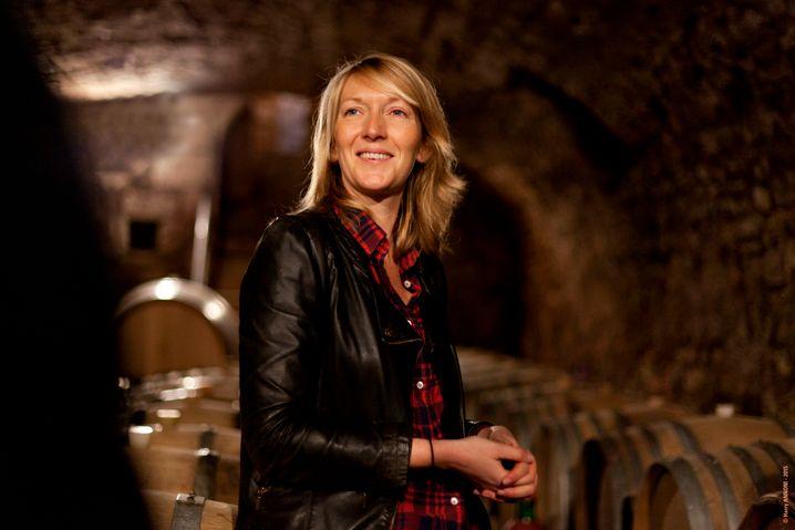 Survival Kid: Athénaïs de Béru macht zur Not auch aus Trauben von anderen Winzern tollen Wein