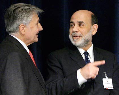 Da geht's lang: Für Fed-Chef Bernanke ist der Zinserhöhungszyklus zu Ende, für EZB-Chef Trichet noch nicht