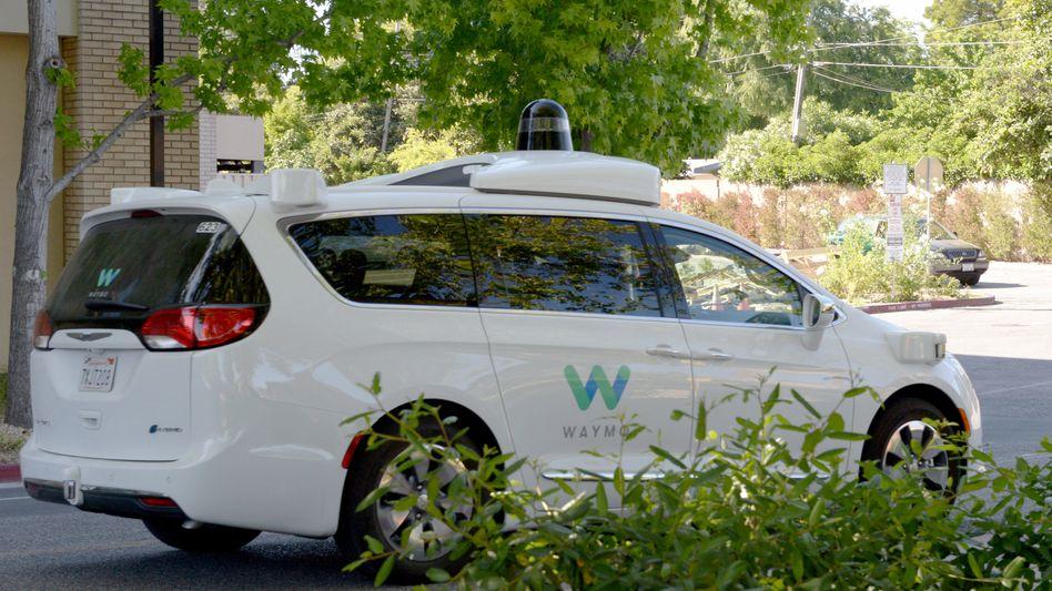 Ein Roboterauto von Waymo im kalifornischen Mountain View