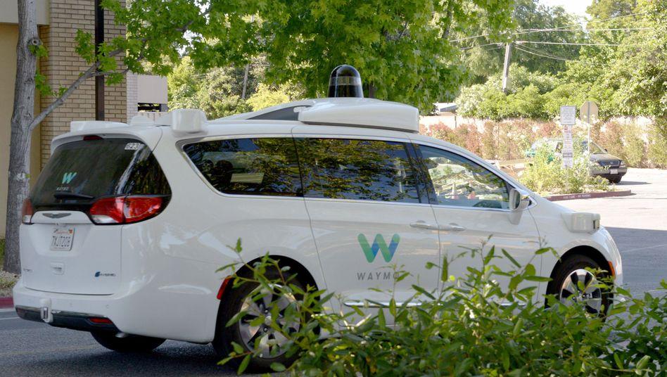 Google-Schwester Waymo: In Phoenix sollen bald die ersten Taxis Fahrer für ausgewählte Kunden unterwegs sein