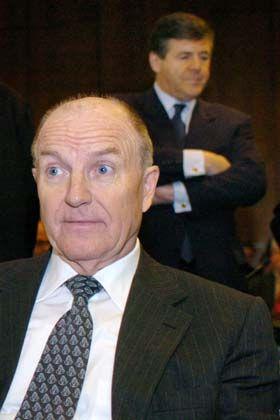 Randfigur: Klaus Zwickel sitzt neben dem Geschehen