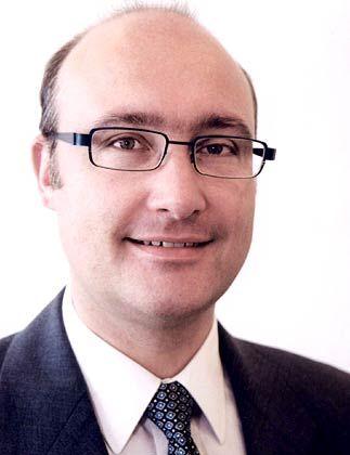Joachim Sohn ist Berater in der Steuer- und Rechtsabteilung von PricewaterhouseCoopers in Prag. Der derzeitige Arbeitsschwerpunkt des studierten Betriebswirts sind Steuerplanungsmöglichkeiten für deutsche Unternehmen, die in den neuen EU-Beitrittsländern tätig sind.