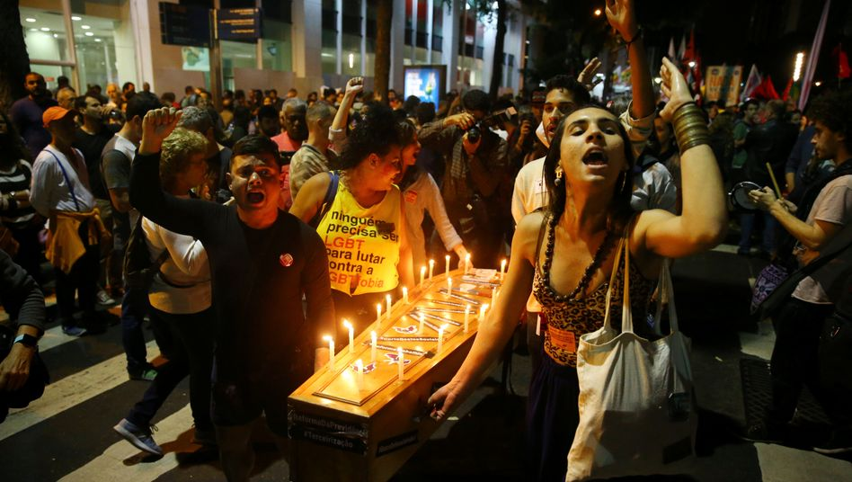 Proteste in Rio: Ein Jahr nach der Amtsenthebung von Präsidentin Dilma Rousseff droht Michel Temer das gleiche Schicksal