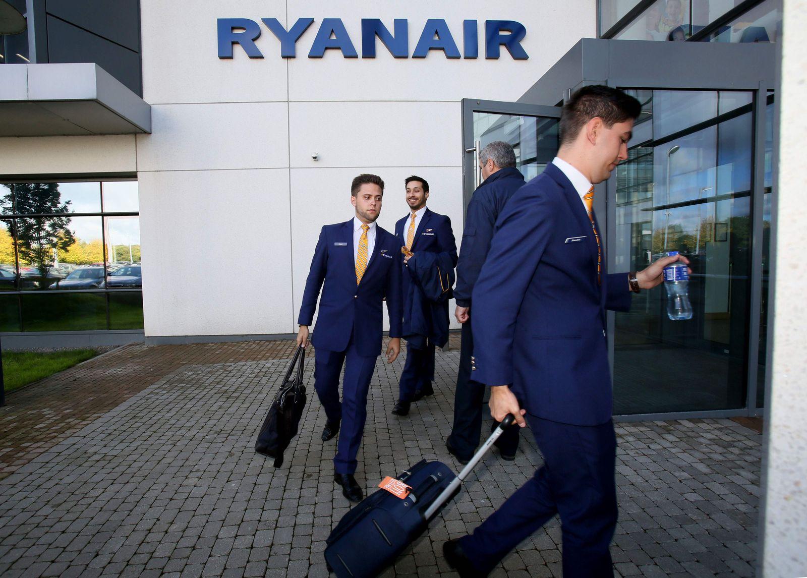 FILES-BRITAIN-IRELAND-AVIATION-RYANAIR-UNIONS-STRIKE-LABOUR
