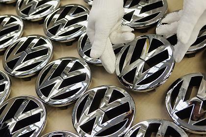 Greift Porsche komplett zu? So mancher Anleger spekuliert offenbar darauf, dass Porsche seinen Anteil am Volkswagen-Konzern weit über die Marke von 51 Prozent ausbauen könnte - eine gefährliche Wette