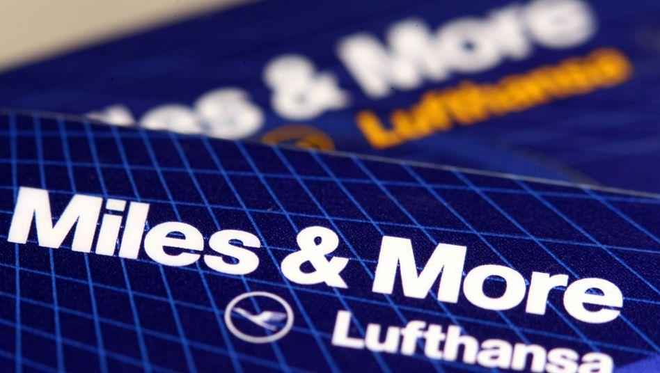 Miles & More-Kreditkarte der Lufthansa: Die Fluggesellschaft ändert die Regeln für ihr Bonusprogramm.