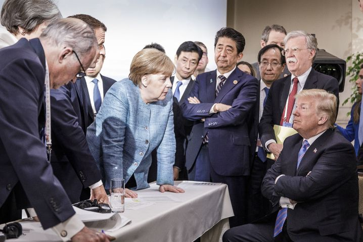6 gegen 1: Die USA isolieren sich von der Staatengemeinschaft. Trump sucht statt dessen die Nähe zu Putin und Kim Jong Un.