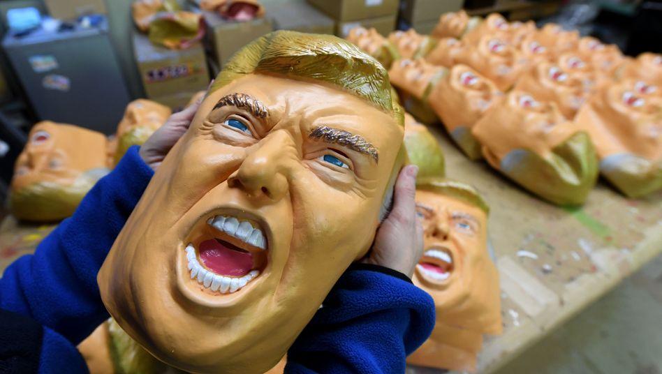 Trump-Masken: Auf die vorläufige Einigung mit der EU könnte bald auch eine Annäherung mit China folgen. Trump braucht vor den Midterm-Elections im November Erfolge