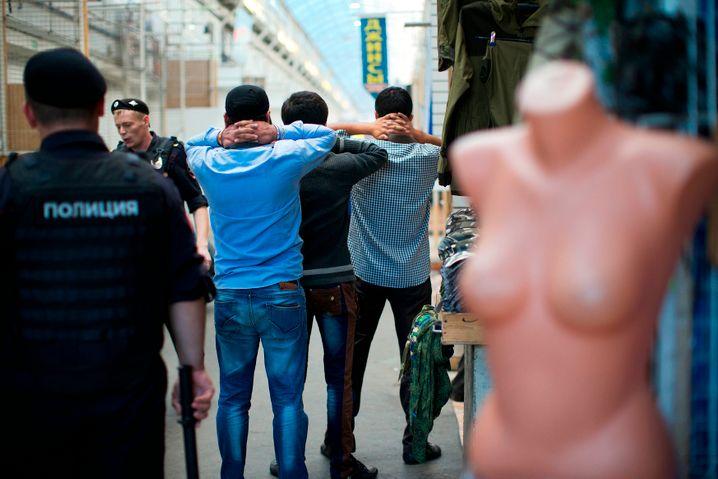Auf Menschenhandel spezialisiert: Razzia in Moskauer Großmarkt 2013