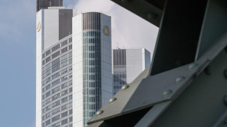 Commerzbank Tower in Frankfurt: Höherer Gewinn im zweiten Quartal