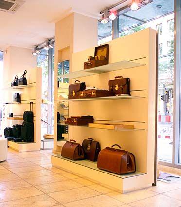 Schmucke Fassade: Goldpfeil, Hersteller von Lederwaren, gehört zu den edelsten Marken des Egana-Imperiums