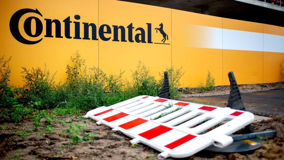 Absperrung vor der Baustelle für die neue Continental-Konzernzentrale in Hannover