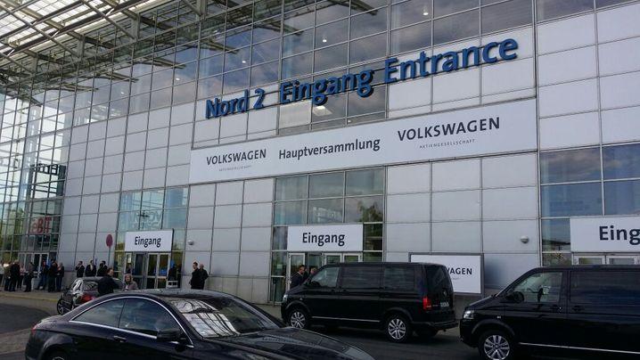 Viel Symbolik bei VW-Hauptversammlung: Die Inszenierung der VW-Gewinner