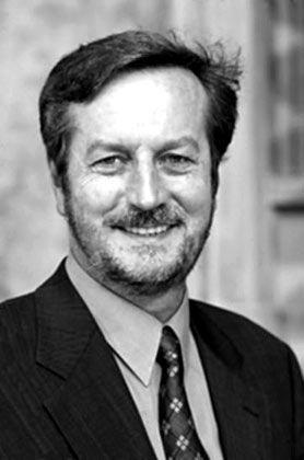 Udo Reifner Direktor des Instituts für Finanzdienstleistungen und Professor für Wirtschaftsrecht an der Hamburger Universität für Wirtschaft und Politik