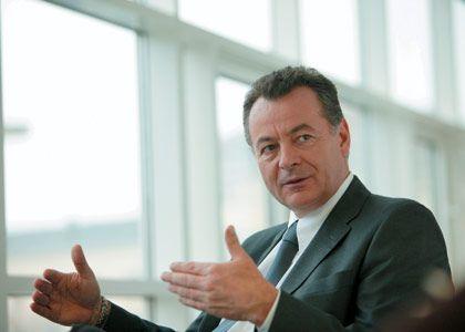 """""""Bei den Bemühungen um den umweltfreundlichen PC nehmen wir eine führende Rolle ein"""" Bernd Bischoff, Vorstandschef von Fujitsu-Siemens"""