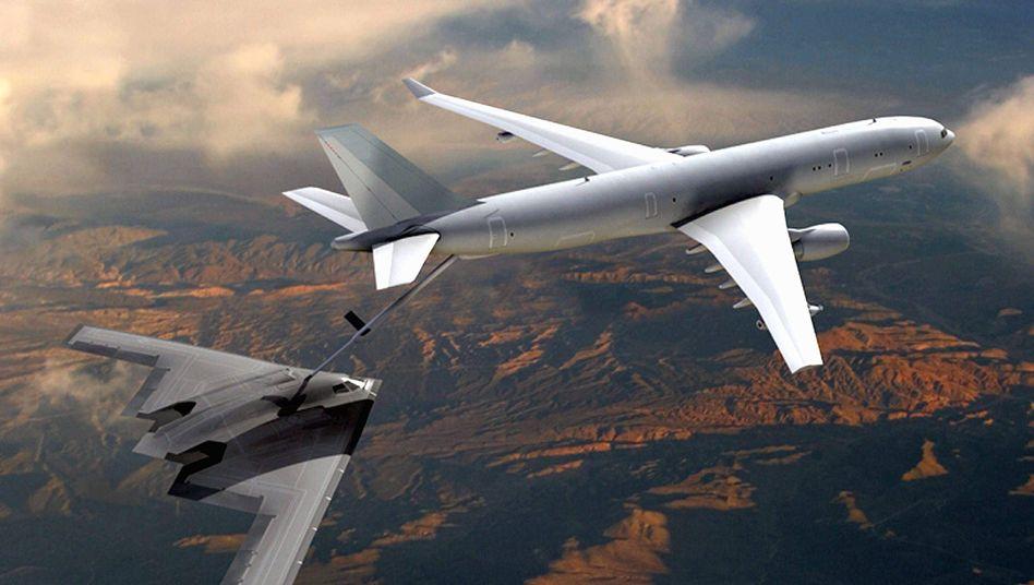 Betankung eines B-2 Langstreckenbombers der United States Air Force durch ein Tankflugzeug vom Typ Airbus KC-30: Airbus schafft nur Testläufe, verliert aber den Auftrag