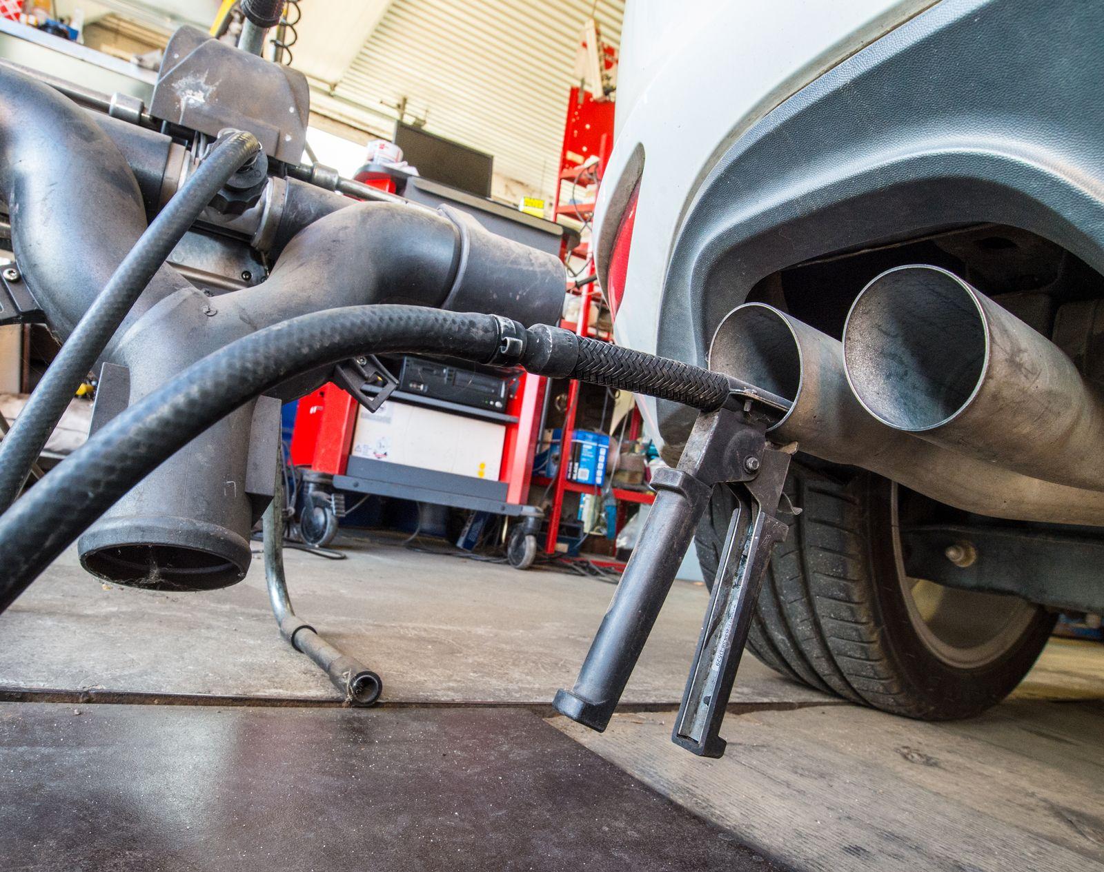 Autos / Rückrufe/ VW Dieselauspuff