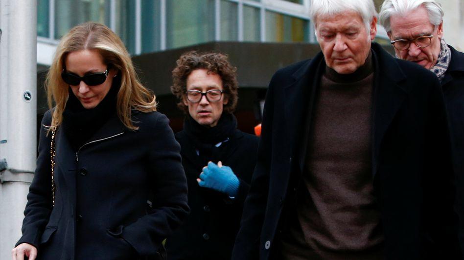 Nach dem Urteil: Anton Schlecker (rechts) erhält eine Bewährungsstrafe. Seine Kinder Meike (links) und Lars (Mitte) müssen hingegen ins Gefängnis