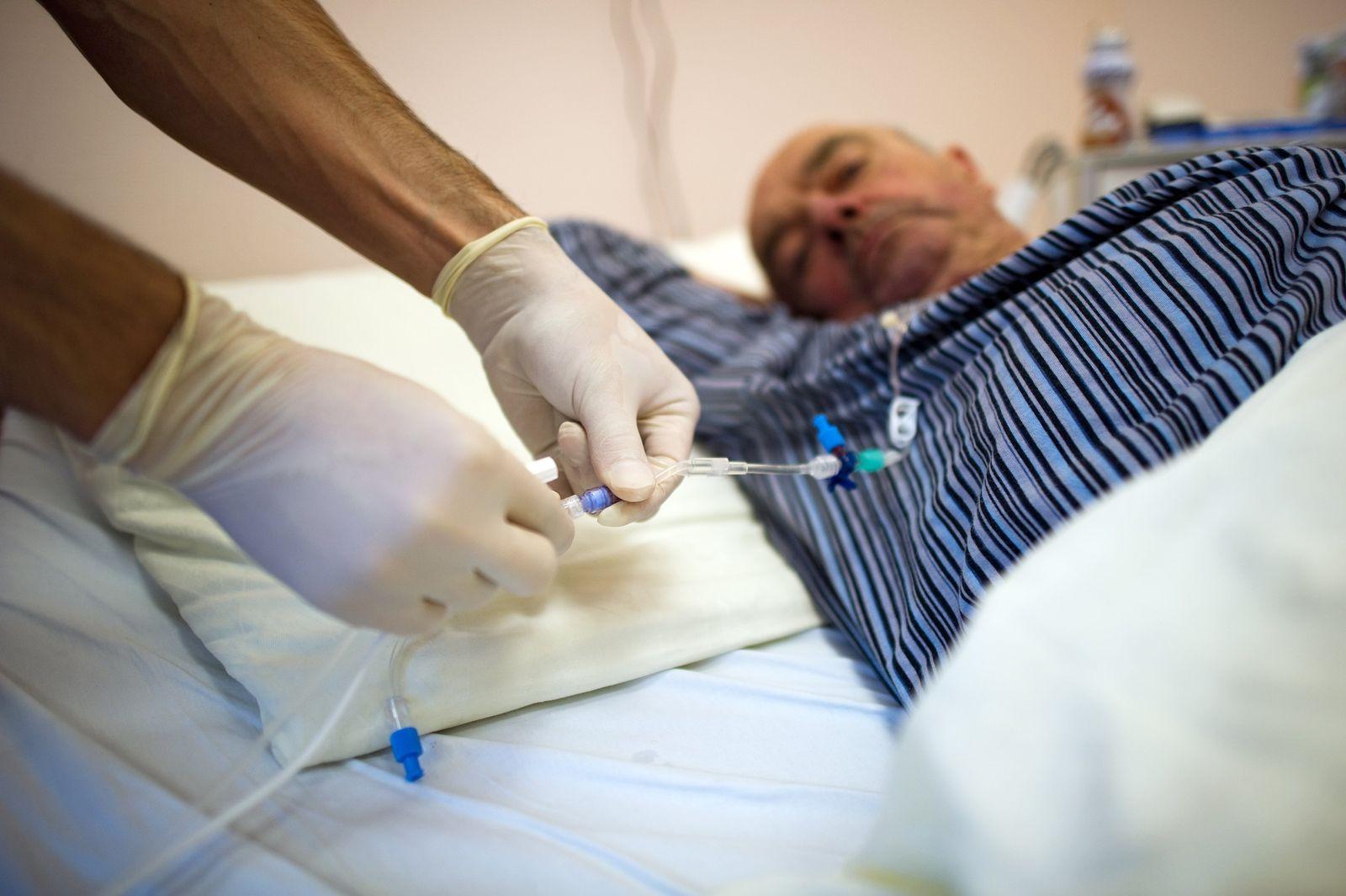 Krankenpfleger / Patient / Krebs