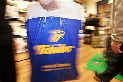 1972: Tchibo beginnt mit dem Verkauf von Artikeln für den Alltagsgebrauch. Seither wechselt das Sortiment regelmäßig.