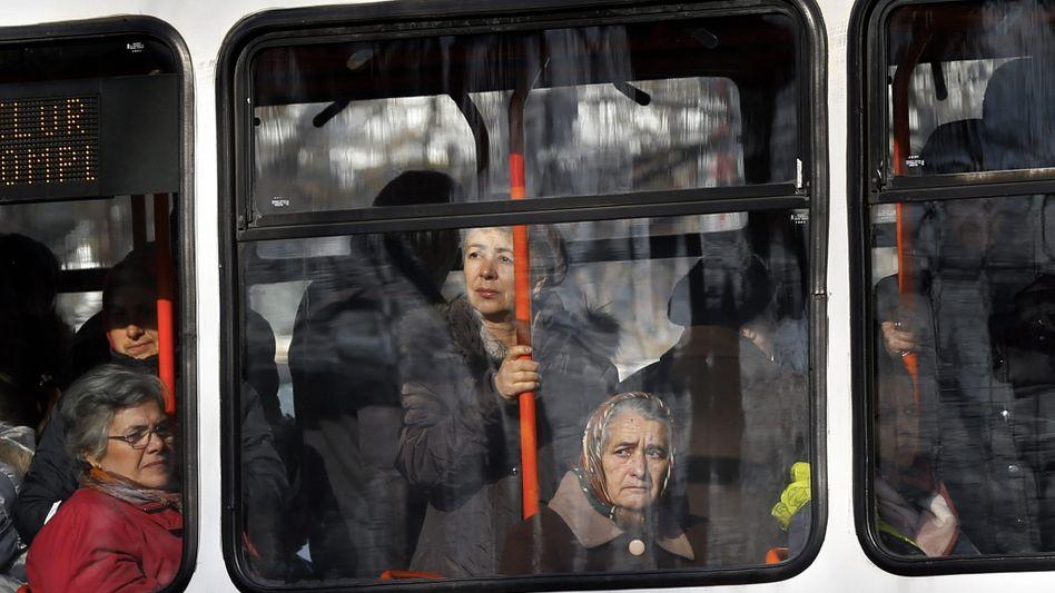 16,7 Prozent erwarteter Bevölkerungsrückgang: Bus im rumänischen Bukarest.