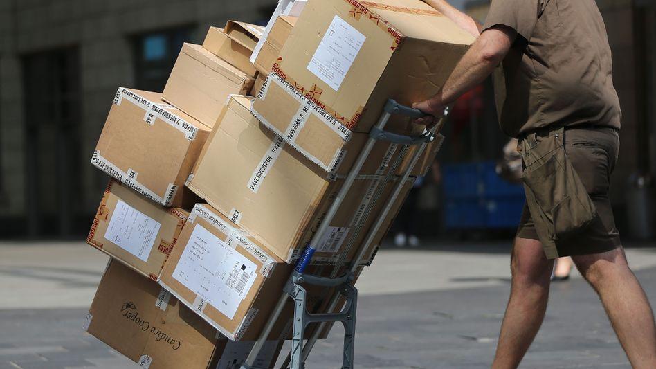Paketboten: Subunternehmen lassen ihre Kräfte oft 12 und mehr Stunden arbeiten und zahlen keine Sozialabgaben