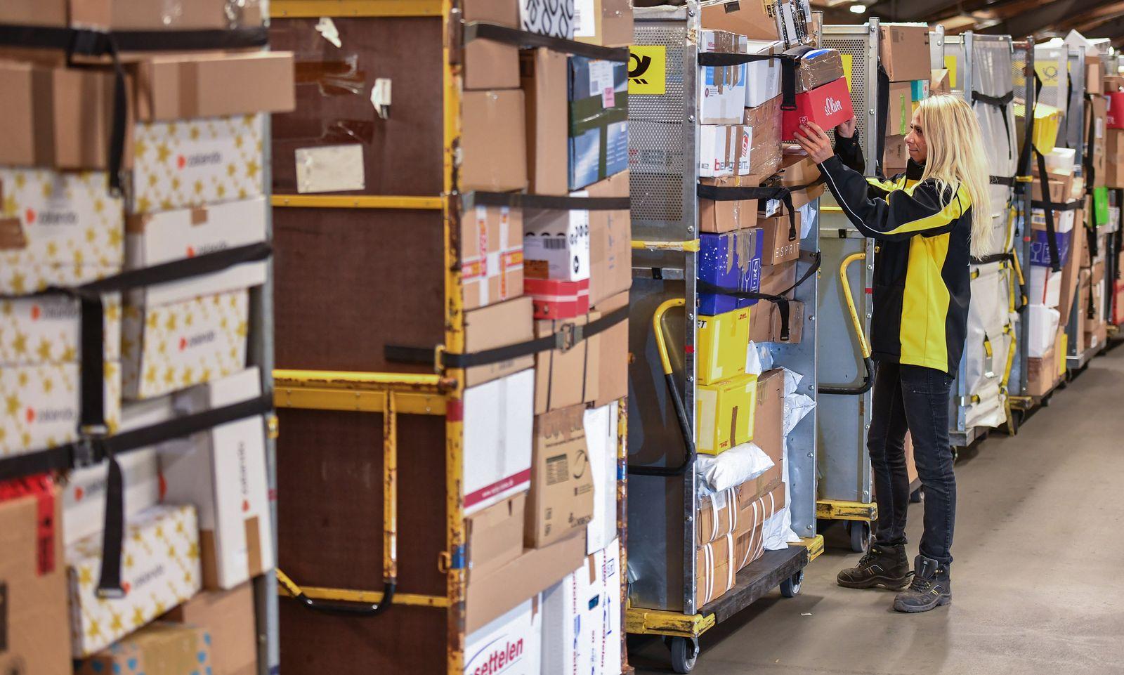 Hochsaison im DHL-Paketzentrum