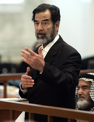 Im Gerichtssaal:Saddam Hussein