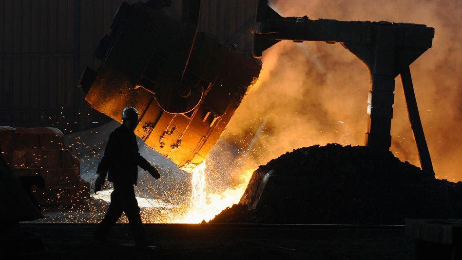 Weg damit: Viele chinesische Stahlhütten gelten als veraltet und sollen geschlossen werden - das geht aber nicht so schnell wie geplant, daher ist die Stahlproduktion noch über Plansoll