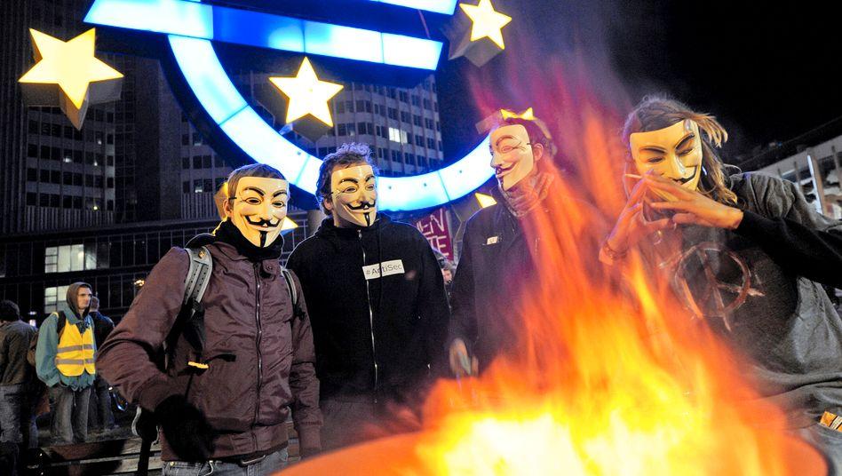 Protest vor der Europäischen Zentralbank: Ringen um die Zukunft der Gemeinschaftswährung