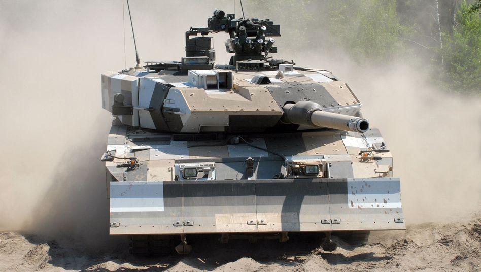 Kampf-Panzer Leopard 2: An der Waffen- und Panzerschmiede ist neben dem französischen Wettbewerber Nexter jetzt wohl auch Rheinmetall interessiert