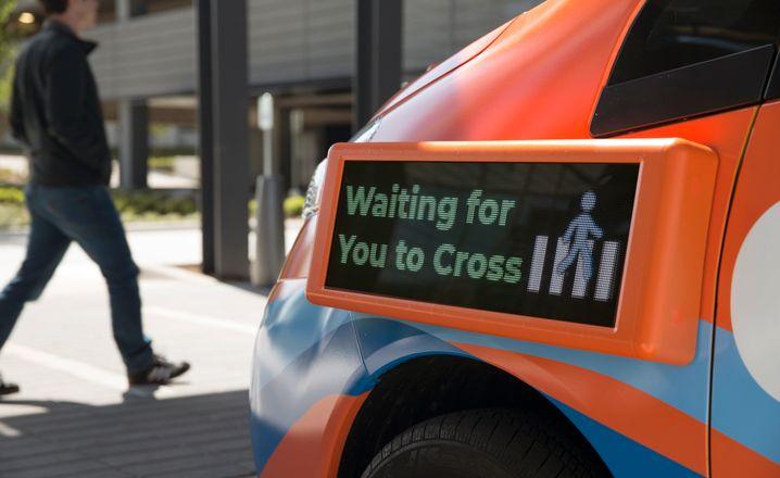 Anzeige an einem selbstfahrenden Fahrzeug